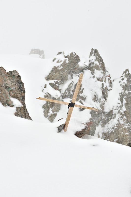 Mini crucea de pe varf.