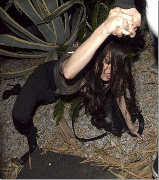celebrities-falling-down-28