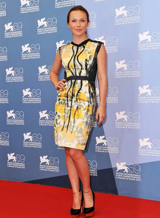 1346404617_izmena-photocall-the-69th-venice-film-festival-albina-dzhanabaeva