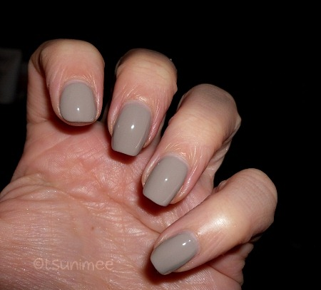 002-revlon-nail-polish-smoky-canvas-swatch
