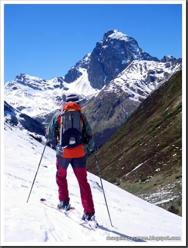 Arista NO y Descenso Cara Oeste con esquís (Pico de Arriel 2822m, Arremoulit, Pirineos) (Isra) 9483
