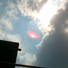 bola-mata-bercahaya-merah-muda-penampakkan-ufo-di-bandung-27-juni-2012