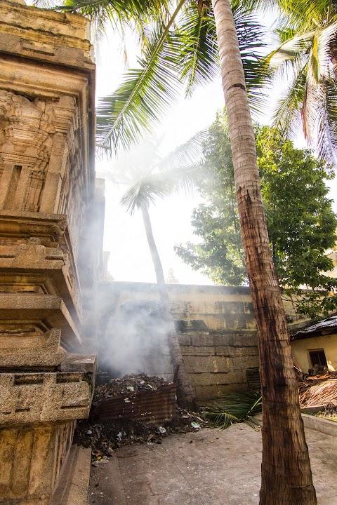 Sri Kodi Someshwara Swami, spaľovanie odpadkov