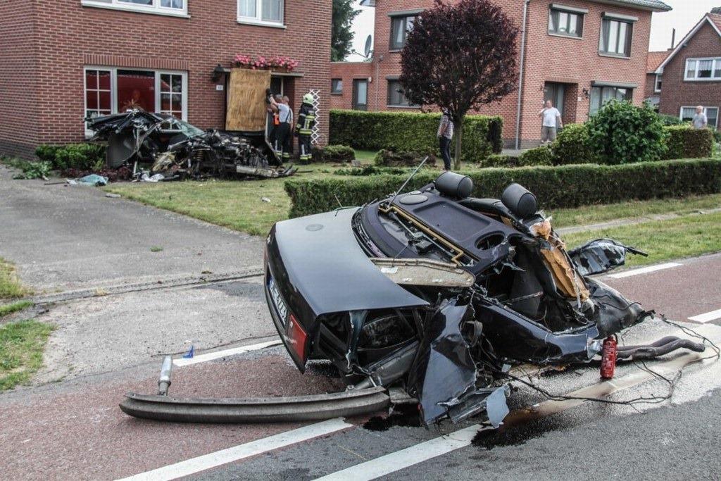 Audi-S8-Accident-2%25255B2%25255D.jpg