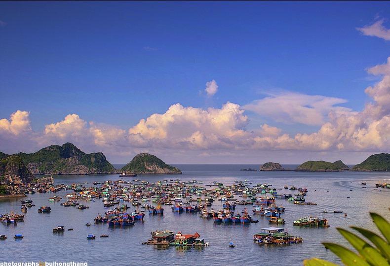 베트남 물 위에 떠있는 마을