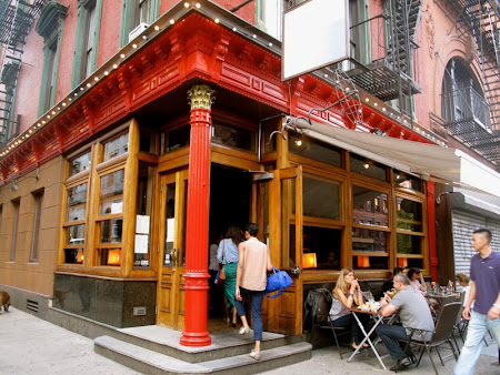 Sex and the City hotspots with On Location Tours: Onieal's