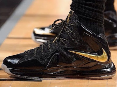 nike lebron 10 ps elite black gold pe 3 01 Nike LeBron PS Elite NBA Finals   Game 4 & 5   Black / Gold PE
