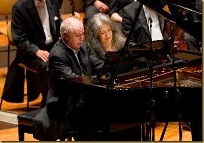 Daniel-Barenboim-und-Martha-Argerich-spielen-als-Zugabe-Schubert-Foto-Holger-Kettner