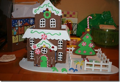 2012-12-25 Kahlen's Gingerbread house