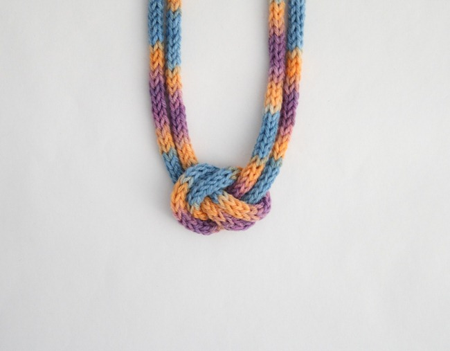 knitted knotted necklace 2a