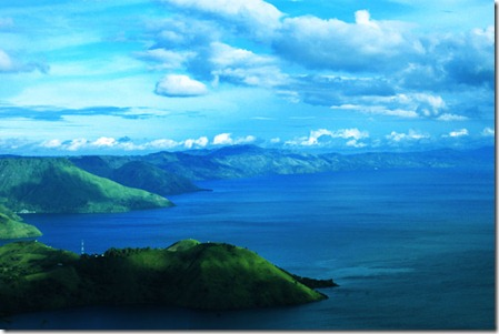 Toba-Lake-from-Simalem