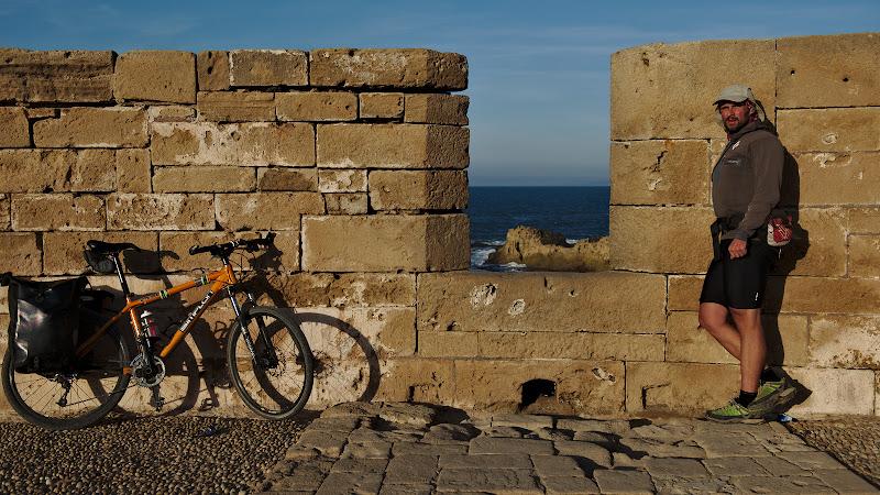 Pe zidurile cetatii.