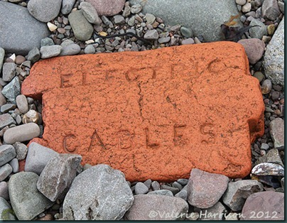 12-Electric cable brick