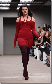 Crystal Renn Mark Fast Runway LFW Autumn Winter SrWYnDOe3Lfl