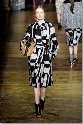 Dries-van-noten-FALL-2011-RTW-podium-016_runway