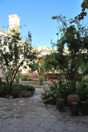 Cazare Iran: curte hotel Kashan