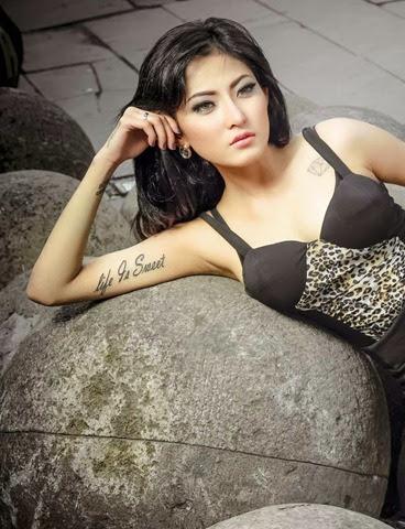 Foto Hot Model IGO Ayu Aulia