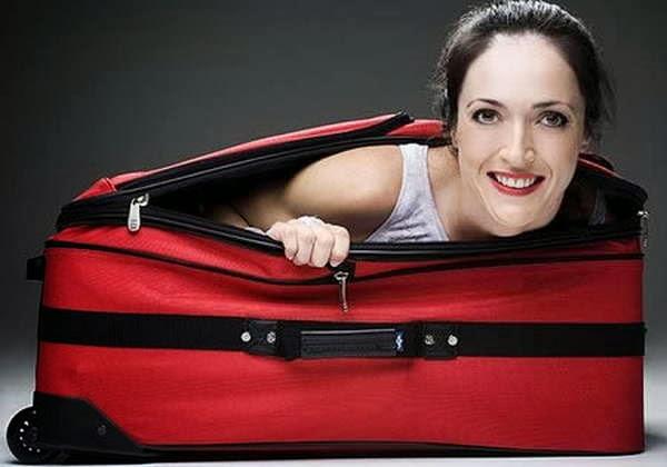 O menor tempo levado para alguém escapar de dentro de uma mala é de 7,04 segundos, recorde alcançado pela estadunidense Leslie Tipton, em 31 de maio de 2008.