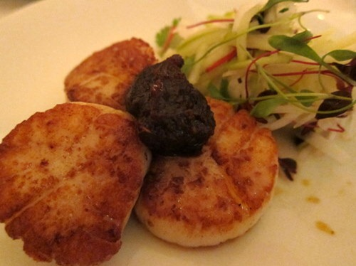 Seared scallops, pickled daikon, green apple