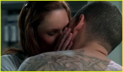 michael-sara-kiss-prison-break035