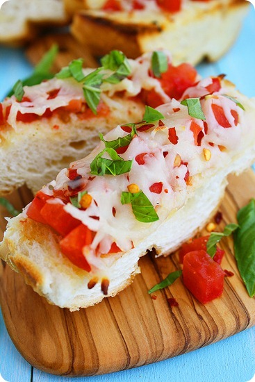Mozzarella Tomato Basil Bruschetta – Juicy tomatoes, fresh basil and melty mozzarella top this delicious Italian bruschetta! | thecomfortofcooking.com