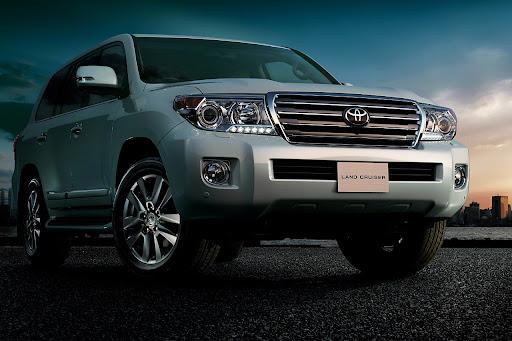2012-Land-Cruiser-200-V8-01.jpg