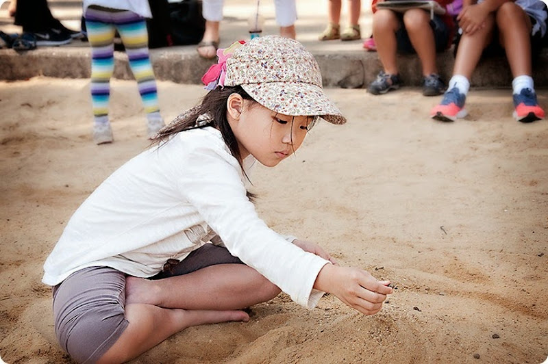 Z--Playing-in-the-sand-(1)