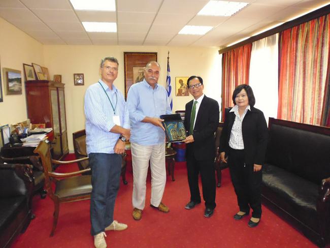 Επίσκεψη του Ταϊλανδού Πρεσβευτή στον Αντιπεριφερειάρχη Κέρκυρας