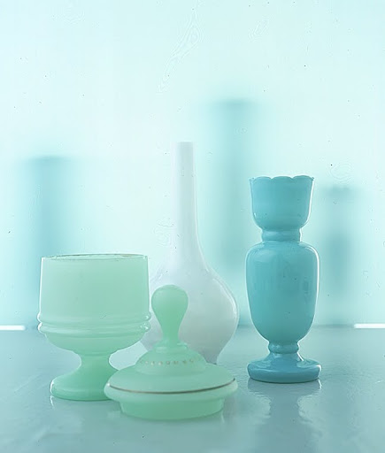 Together with the small blue vase, the mint-green covered jar, with its illdefined turnings, has the far-from-crisp look of the late Bristol of the thirties and forties. (Martha Stewart Living)