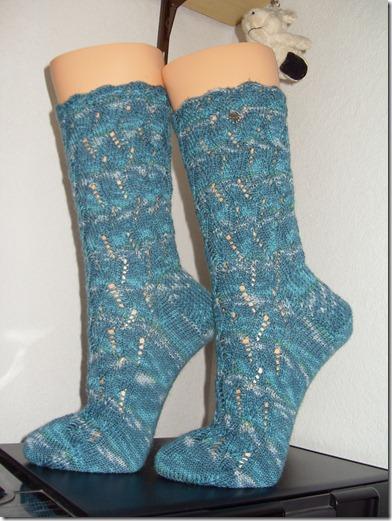 2012_01 Socke Waving Lace blau (1)