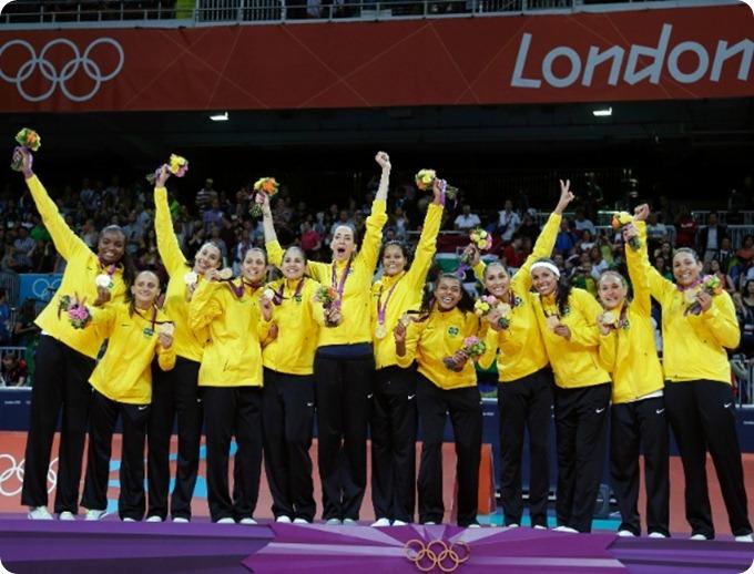 jogagoras-do-brasil-comemoram-medalha-de-ouro-no-lugar-mais-alto-do-podio-em-londres-1344716874927_615x470