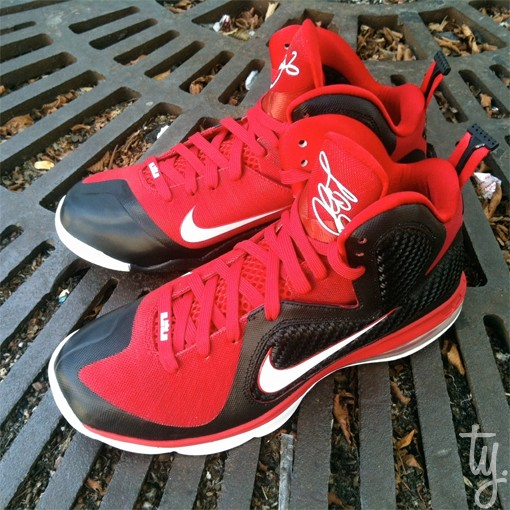 First Look at LeBron 9 Shooting Stars AAU 2012 Player Exclusive