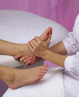 Cara memutihkan kulit kaki secara alami