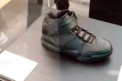news nike whq lebron black collection 2 09 King James visits Nike WHQ. Shares Nike LeBron All Black Collection!