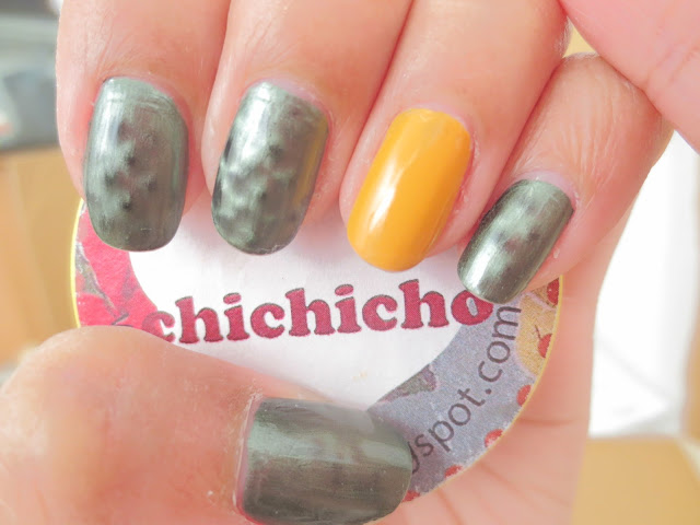 Essie snake skin (crocadilly) &Bourjois Jaune trendy 39 Swatch