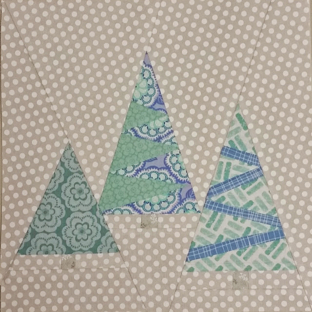 http://aquiltingchick.blogspot.com/2015/01/not-so-last-minute-christmas-quilt.html