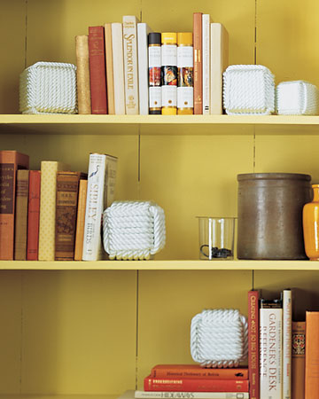 Rope Bookends. (marthastewart.com/271987/rope-bookends)