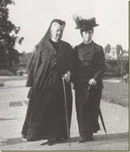 Olga con su cuñada Minnie