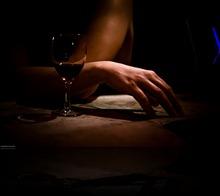 mujer y vino