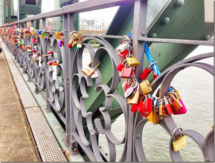 Germany - Frankfurt Frankfurter Romer Frankfurt on foot walking tour lovers' bridge