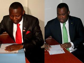 De gauche à droite, Vital Kamerhe et Nzanga Mobutu, déposant leurs candidatures  pour la présidentielle 2011, le 7/09/2011 au bureau de réception et de traitement des candidatures à la présidentielle de la Ceni  à  Kinshasa. Radio Okapi/Ph. Lievine Mbuinga et Tshimi