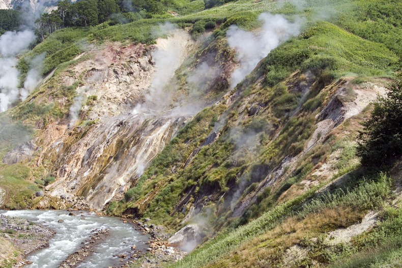 valley-of-geysers-7
