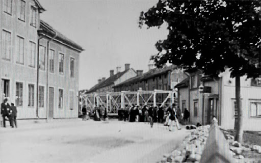 Eddaspngen rullas ut p Svarbcksgatan 1901