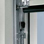 Garador sectional door anti-drop safety device