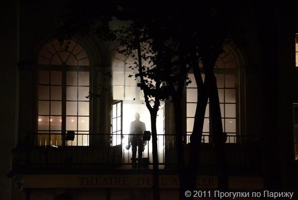 Белая ночь в Париже. Инсталляция К. Болтанского