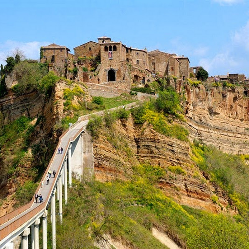 The Crumbling Hilltop Town of Civita di Bagnoregio