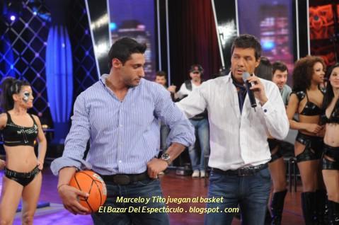 Marcelo y Tito juegan al basket.JPG