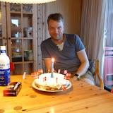 Vi fejrede Jonas fødselsdag med lagkage og gaver (lidt før tid)