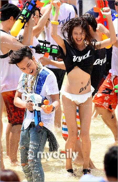 G-Dragon - Hite - 2014 - Ocean World - 04jul2014 - Press - My Daily - 02.jpg