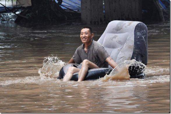 happy-flood-people-32